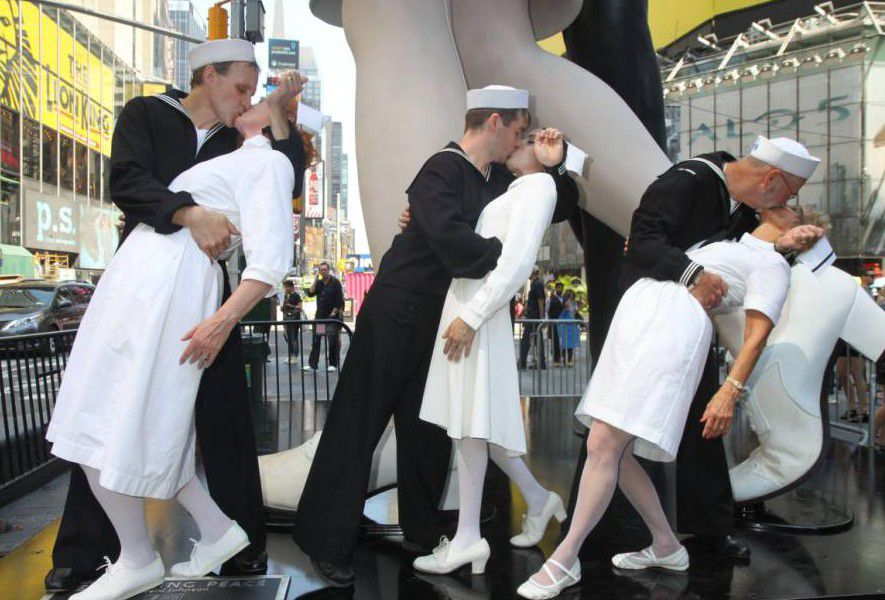times square kiss project